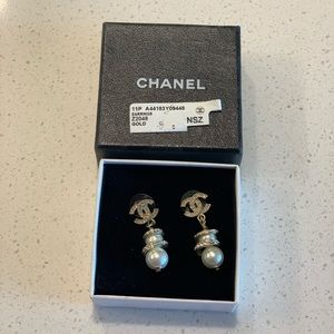 Chanel Gold Pearl Drop Earrings